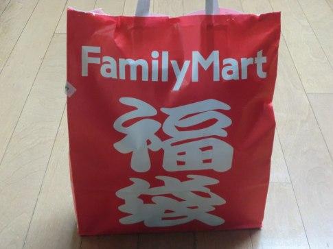 FamilyMart_fukubukuro_in_Japan_20100204